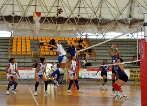 la cancha de voleibol femenino: