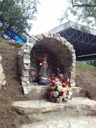 Virgen de la consolaci n visit la ula t chira e for Grutas para jardines pequenos